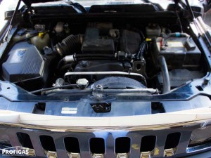 Hummer H3: при общей массивности автомобиля в подкапотном пространстве не так уж и много места. Но все компоненты ГБО 4 поколения установлены так чтобы обеспечить простоту обслуживания.Hummer H3: при загальній масивності автомобіля в підкапотному просторі не так вже й багато місця. Але всі компоненти ГБО 4 покоління встановлені так щоб забезпечити простоту обслуговування.