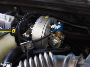 Hummer H3: чтобы обеспечить давление газа достаточное для 3,5 литрового мотора выбрали редуктор Valtek Palladio (пропан-бутан) способный обслуживать систему мощностью до 310 л.с. (230 кВт).Hummer H3: щоб забезпечити тиск газу достатній для 3,5 літрового мотора вибрали редуктор Valtek Palladio (пропан-бутан) здатний обслуговувати систему потужністю до 310 к.с. (230 кВт).