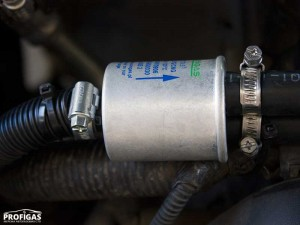 Hummer H3: в магистраль между редуктором и форсунками установили фильтр паровой фазы F781-С 11/2х11 способный улавливать даже мельчайшие примеси в газовом топливе.Hummer H3: в магістраль між редуктором і форсунками встановили фільтр парової фази F781-С 11 / 2х11 здатний уловлювати навіть найдрібніші домішки в газовому паливі.