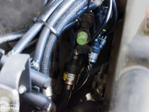 Hummer H3: точное дозирование и впрыск топлива обеспечивают одиночные форсунки Hana 2001 Single, Type B (Red, 26-39 л.с.). Кроме того, их одиночное исполнение позволяет смонтировать их максимально близко к точке врезки в коллектор.Hummer H3: точне дозування і уприскування палива забезпечують поодинокі форсунки Hana 2001 Single, Type B (Red, 26-39 к.с.). Крім того, їх одиночне виконання дозволяє змонтувати їх максимально близько до точки врізки в колектор.