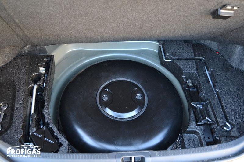 Toyota Camry: тороидальный баллон GREENGAS объемом 54 л.Toyota Camry: тороідальний балон GREENGAS об'ємом 54 л.