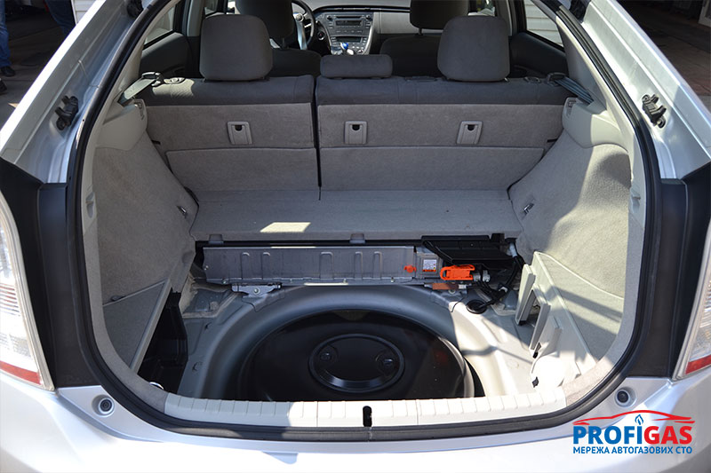Toyota Prius: пропан-бутановый баллон GreenGas на 44 л.Toyota Prius: пропан-бутановий балон GreenGas на 44 л.