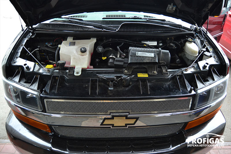 CHEVROLET EXPRESS: ГБО на мотор V8 в 5.3 литра.CHEVROLET EXPRESS: ГБО на мотор V8.