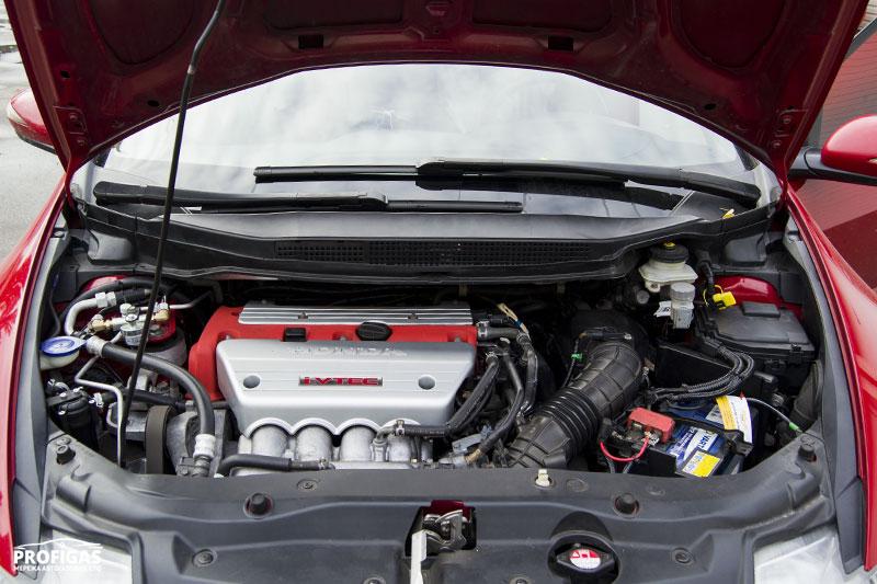 Honda Civic: а под капотом мотор 2.4.Honda Civic: а під капотом мотор 2.4.