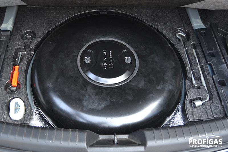 Mazda6: газовый баллон на 47 л.Mazda6: газовий балон на 47 л.