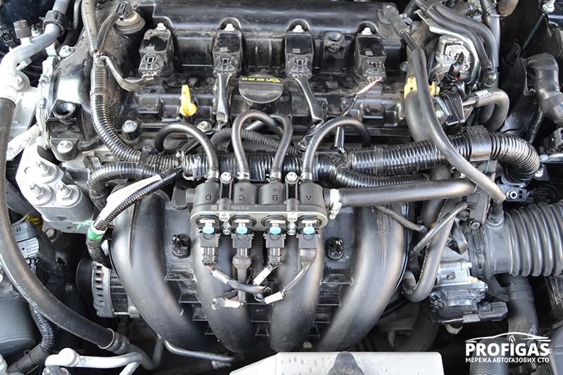 Mazda6: газовые форсунки ГБО.Mazda6: газові форсунки ГБО.