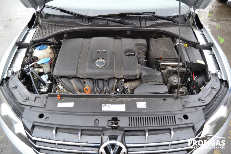 Volkswagen Passat: 5 цилиндровый мотор с ГБО.Volkswagen Passat: 5 циліндровий мотор з ГБО.