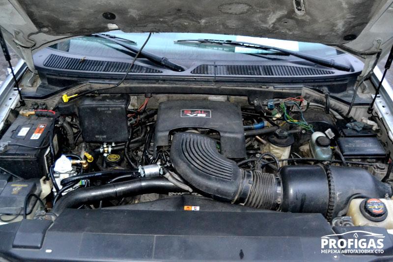 Lincoln Navigator: 5,4 литровый мотор с ГБО.Lincoln Navigator: 5.4 літровий мотор з ГБО.