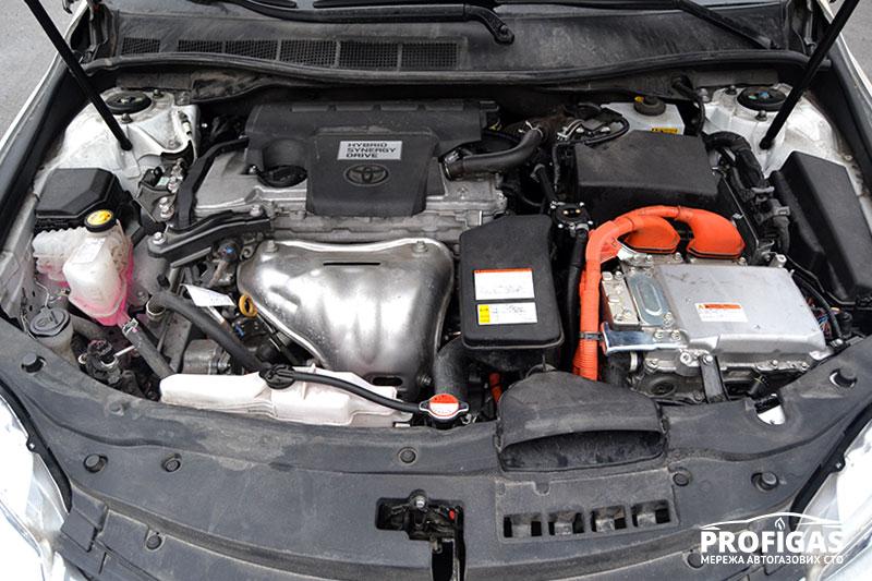 Toyota Camry: газ на Hybrid.Toyota Camry: газ на Hybrid.