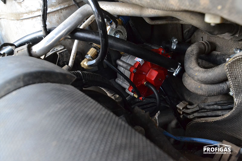 Mazda CX-5: пропан-бутановый рудуктор STAG R01.Mazda CX-5: пропан-бутановий рудуктор STAG R01.