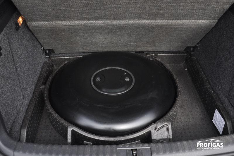 Volkswagen Tiguan: тороидальный баллон на 54 л.Volkswagen Tiguan: тороідальний балон на 54 л.