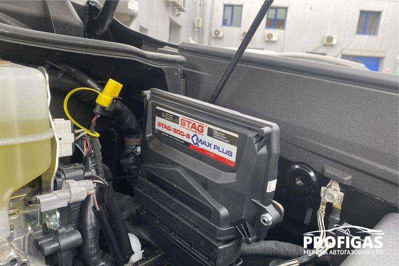 Toyota Land Cruiser: блок управления польской системы STAG QMAX PLUS. Toyota Land Cruiser: блок керування польської системи STAG QMAX PLUS.