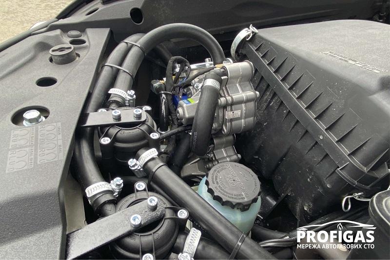 Toyota Land Cruiser: редуктор GreenGas AT09 Nordic XP и 2 фильтра паровой фазы газа. Toyota Land Cruiser: редуктор GreenGas AT09 Nordic XP та 2 фільтри парової фази газу.