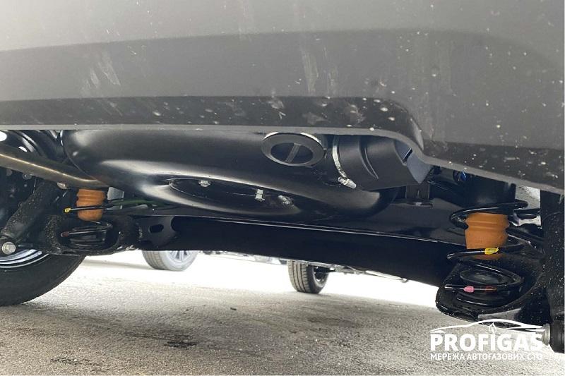 Fiat Fiorino: тороидальный газовый баллон NOVOGAS на 42 л под багажником.Fiat Fiorino: тороїдальний газовий балон NOVOGAS на 42 л під багажником .