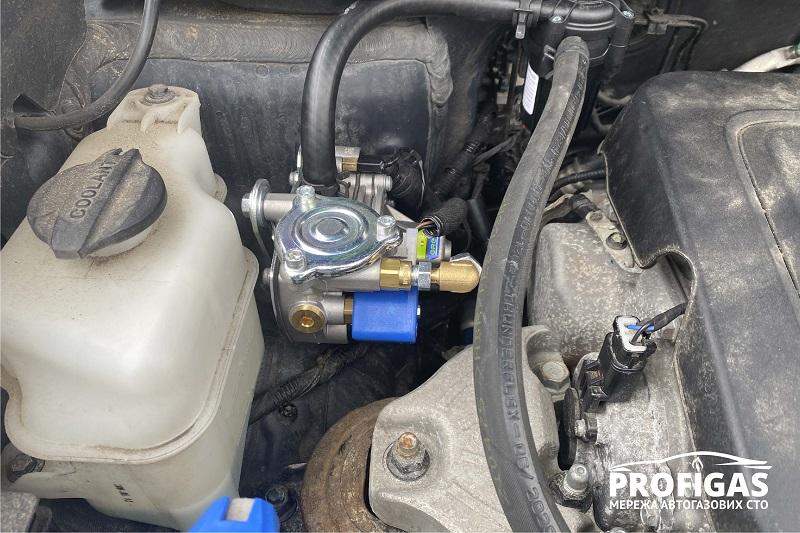 Hyundai Santa Fe: мощный редуктор GREENGAS AT13XP с системой динамической компенсации выходного давления . Hyundai Santa Fe: потужний редуктор GREENGAS AT13XP з системою динамічної компенсації вихідного тиску .