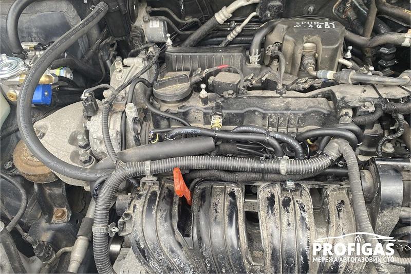 Hyundai Santa Fe: высокоскоростные форсунки Hana 2001 в исполнении Single . Hyundai Santa Fe: високошвидкісні форсунки Hana 2001 у виконанні Single .