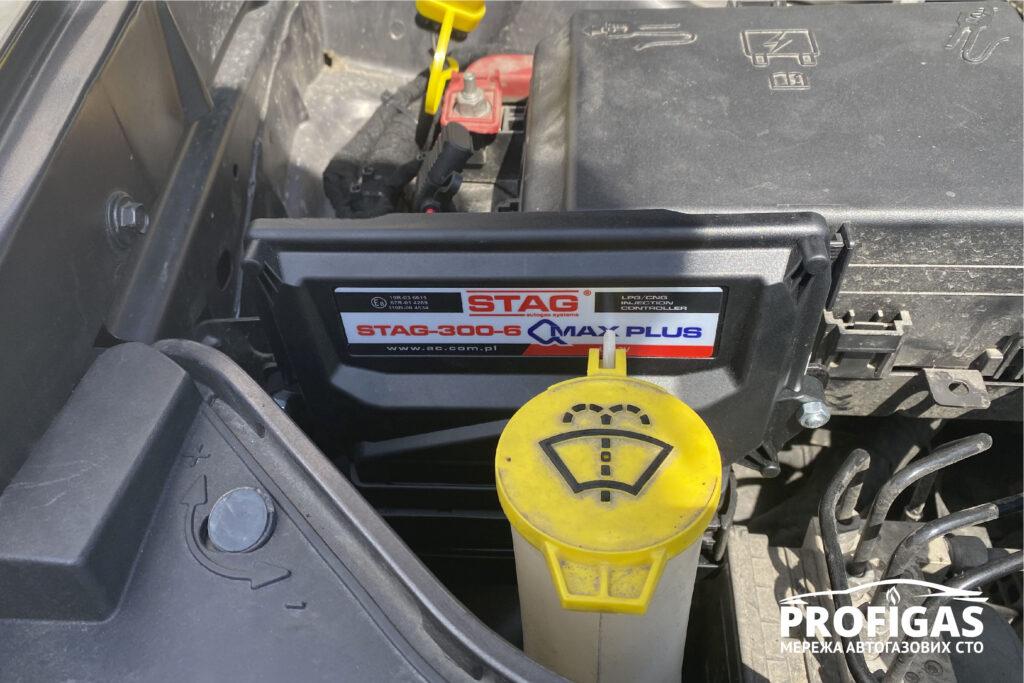 Dodge Charger: блок управления STAG QMAX PLUS. Dodge Charger: блок керування STAG QMAX PLUS.