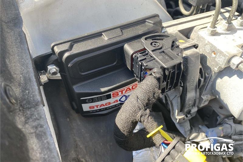 Subaru Legacy : блок управления STAG Q-BOX PLUS.