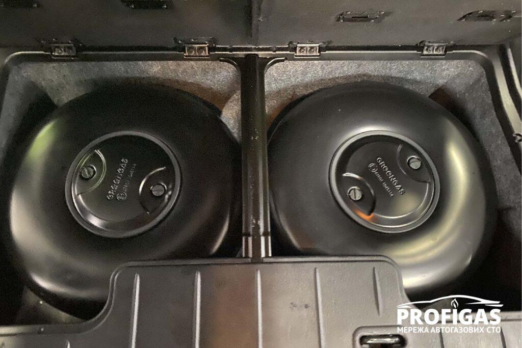 Dodge Caravan: Два тороидальных газовых баллона GREENGAS на 34 л. Dodge Caravan: Два тороїдальних газові балони GREENGAS на 34 л