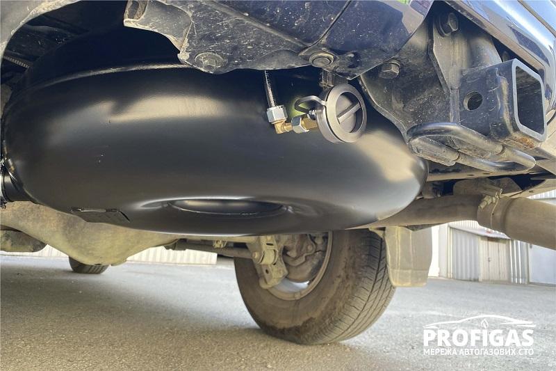 Toyota 4Runner: Тороидальный газовый баллон на 72 л ТМ GREENGAS. Toyota 4Runner: Тороїдальній газовий балон на 72л ТМ GREENGAS.