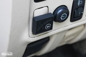 Перемикач видів палива LED-300 з сигнальним світлодіодом та індикацією рівня газу в балоні вмонтовано в торпедо автомобіля.