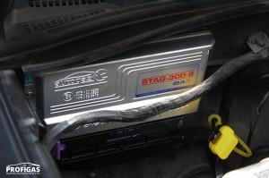 Блок управління STAG-300 ISA2 (Польща) оснащений інтелектуальною системою самоналаштування, за рахунок чого він максимально точно визначає необхідну кількість газового палива для подачі у впускний колектор.