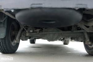 Зовнішній тороїдальний балон, об'ємом 72 л  розміщено в ніші для запасного колеса під дном автомобіля.