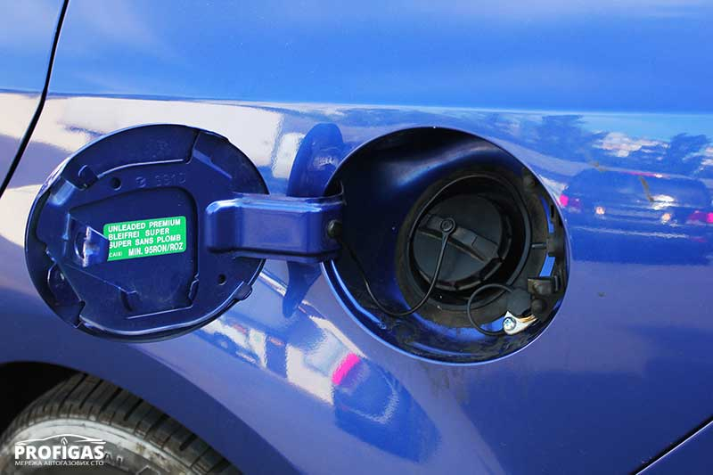 MAZDA6: ВЗУ возле горловины бензинового бака.MAZDA6: ВЗП біля горловини бензинового бака.
