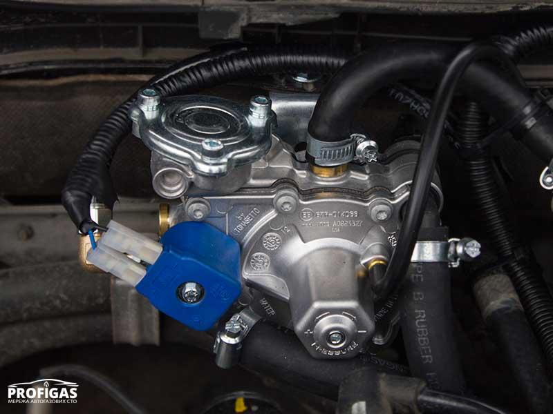 Mazda6: с учетом мощности мотора был выбран и установлен редуктор-испаритель Tomasetto Artic v.2014 (пропан-бутан).Mazda6: з урахуванням потужності мотора був вибраний і встановлений редуктор-випарник Tomasetto Artic v.2014 (пропан-бутан).