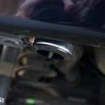 Mitsubishi Colt: выносное заправочное устройство смонтировано на кронштейне под задним бампером.Mitsubishi Colt: виносний заправний пристрій змонтовано на кронштейні під заднім бампером.